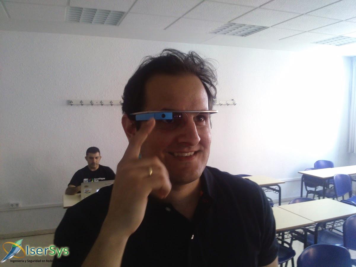 Google Glass en Sevilla: Nuestro CTO probando las Google Glass.